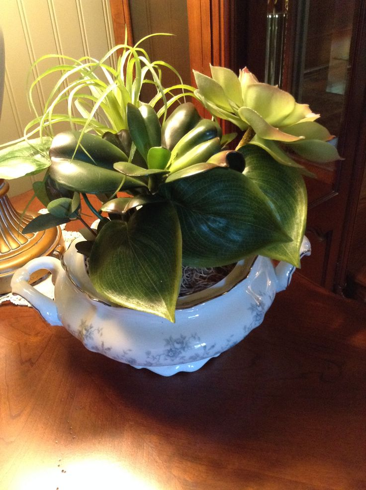 I used a soup tureen from the Blue Garland pattern of