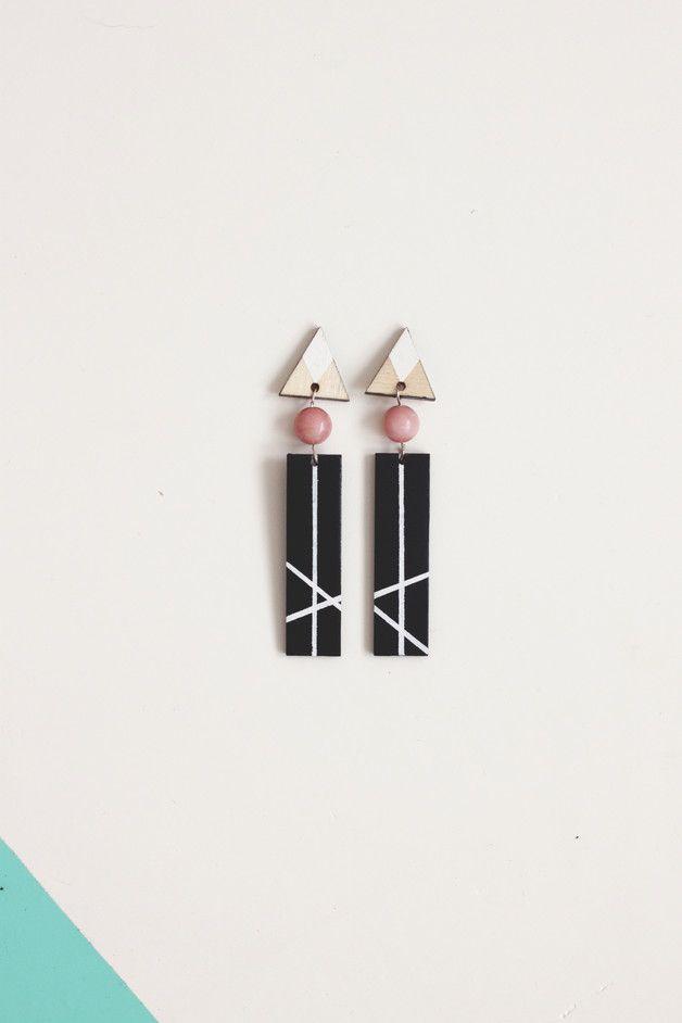 Długie, wiszące geometryczne kolczyki na sztyfcie. Malowana brzozowa sklejka + różówy marmur, dł. 9 cm. Wykonywane na zamówienie - będą więc minimalnie różnić się od tych ze zdjęcia, mogą też...