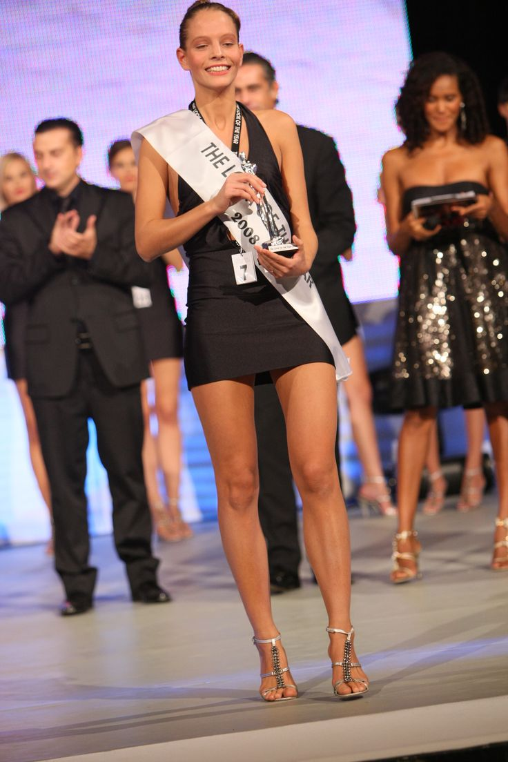THE LOOK OF THE YEAR -  Model Shelly Chinaglia