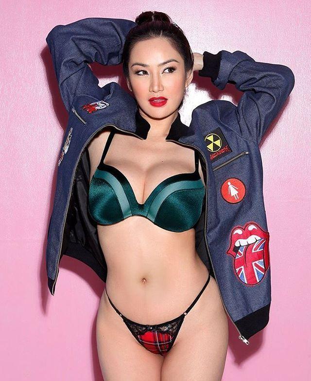 #tantecantik #tantegirang #tantehot #bisyar #bispak #bokep #bugil #bikini
