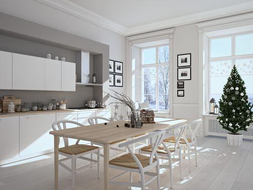 Biała ściana z różnymi kolorami zawsze wygląda dobrze :)