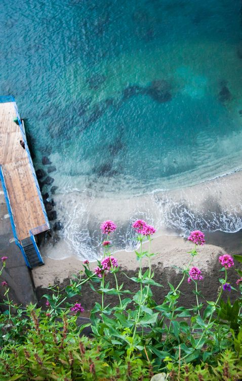 Sea wall in Sorrento | Italy (by Luigig75)  Source: Flickr / luigig75