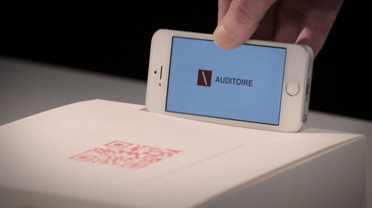 Auditoire, the event agency of TBWA developed a nice greeting card that blend physical and digital. They use a traditional pop-up card that reveals a monument, illuminated by the light of an iphone, and intensified by a Fresnel lens. A simple DIY idea ( boosted a post-production) to promote what the