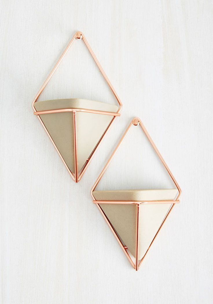 Capture the quintessence of modern marvelousness by updating your home with this pair of hanging vases. Rose gold, diamond-shaped wire frames cradle taupe ceramic vases, creating a cool place to plant succulents or flowers.