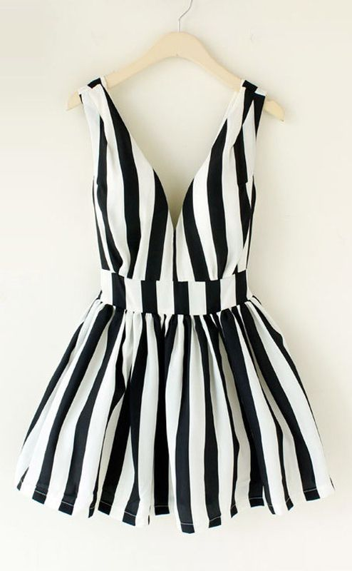 Love this black and white romper! See my fave on Southern Elle Style! http://southernellestyle.com/blogfeed/places-to-eat-in-deep-ellum
