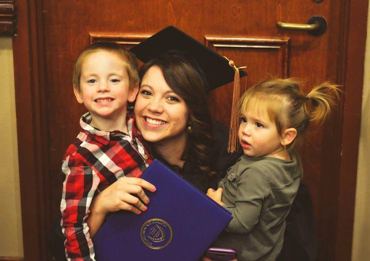 Hannah Sue photography, graduation, college graduation, graduation photoshoot, college photoshoot, photography, graduating, graduation 2016, mom and kids graduation