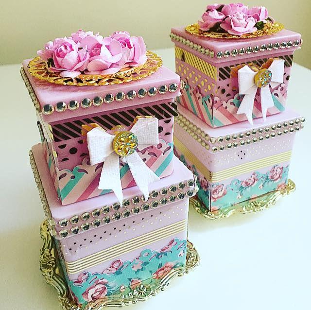 caixa acrilica decorada com adesivo foil tiras , papel decorado, lacinho adesivo papel