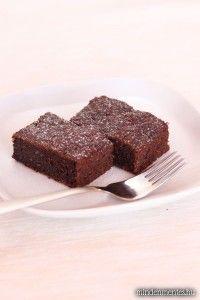 Csokis brownie mindenmentesen: cukor-, glutén-, tejtermék- és tojásmentes, vegán, lowcarb finomság