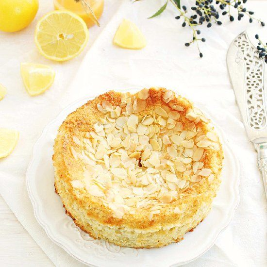 This lemon ricotta almond cake is light and melt-in-your-mouth-awesome. Perfect cake for Spring! (gluten & grain free)