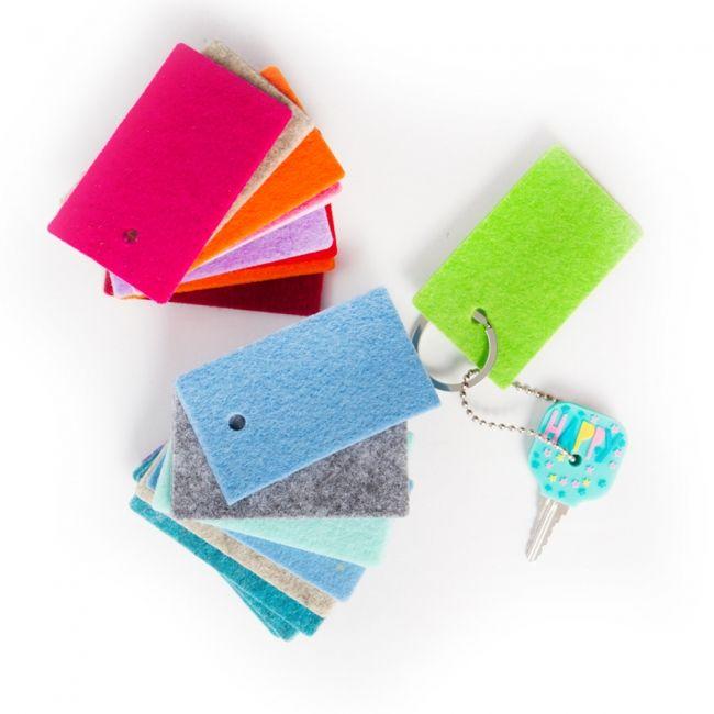 6 mini Filzanhänger / Schlüsselanhänger - 34 Farben