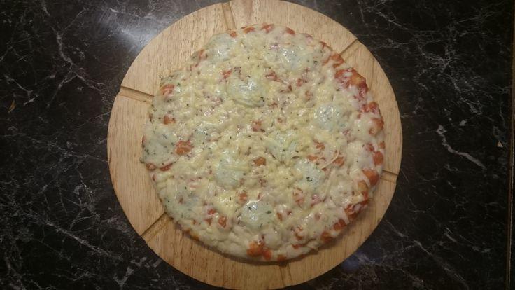 A rizsliszttel készült gluténmentes pizzánkat nem csak az ételallergiásoknak ajánljuk, hanem azoknak is, akik finomított liszt helyett egészségesebb alapanyagra szeretnének váltani.