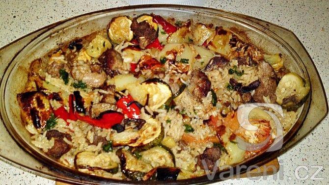 Recept na velmi chutný, šťavnatý a voňavý eintopf z dušené rýže, masa, zeleniny a suchohřibů, který je poměrně rychle hotový.