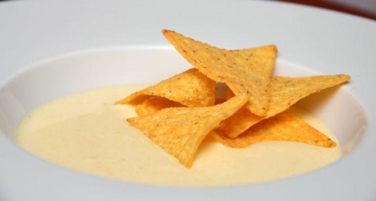 Przepis na zupę krem z kukurydzy: Boska zupa krem! Do tego serowe chipsy tortilla, butelka piwa kukurydzianego i jesteśmy w niebie!