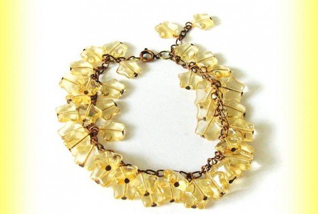 Súpravička obsahuje náramok a náušničky. Náramok pozostáva z tlačeného skla (jablonex group) naketlované na staromedenej retiazke.  Náušničky sú z rovnakého materiálu :)  Šperky sa budú krásne vynímať na opálenej pokožke!