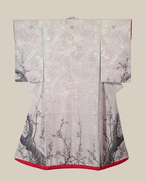 White Uchikake - Japan - Early to Mid Meiji (1868-1900) .