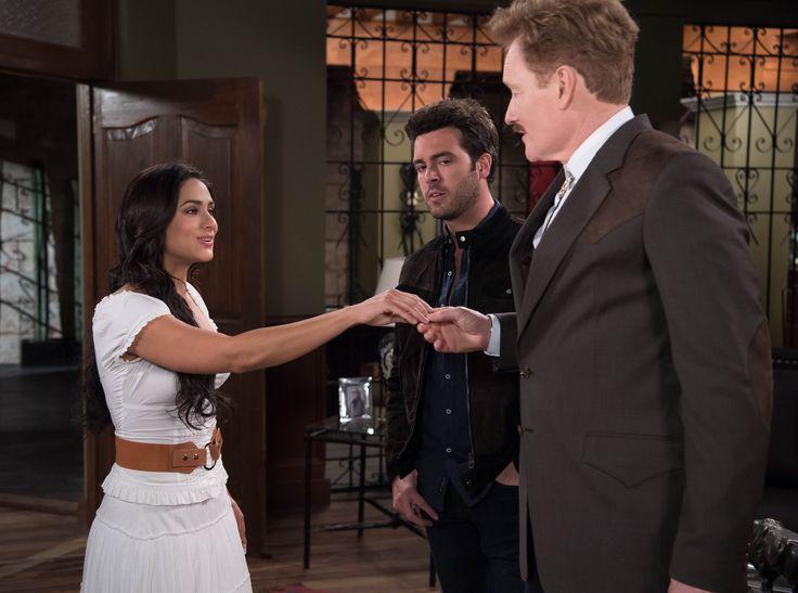 El presentador estadounidense, Conan O'Brien compartió escena con Renata Notni y Pablo Lyle.