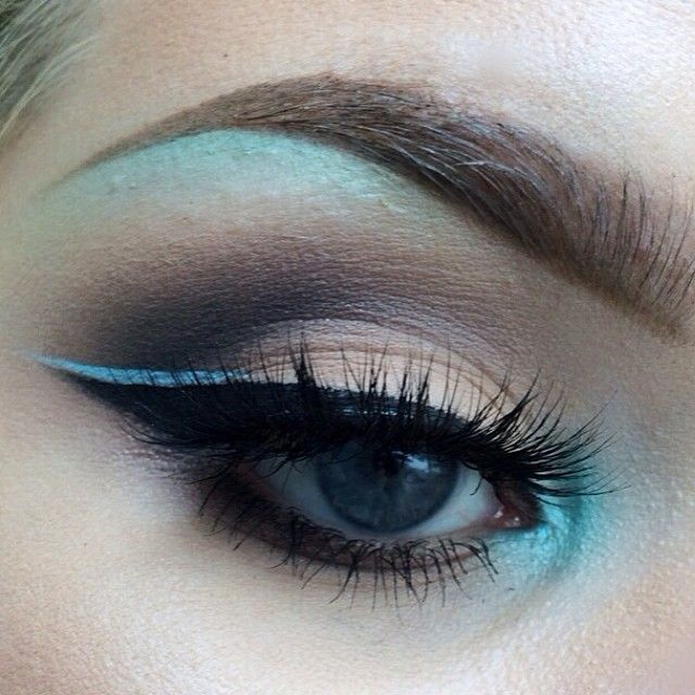 Close up #MAC Aquadisiac on brow bone and inner corner, @limecrimemakeup Blue Milk Liner, #LORAC Pro Palette in crease, @flutterlashesinc in Kamilla. Brows are @anastasiabeverlyhills Pro Bro Palette ✌️