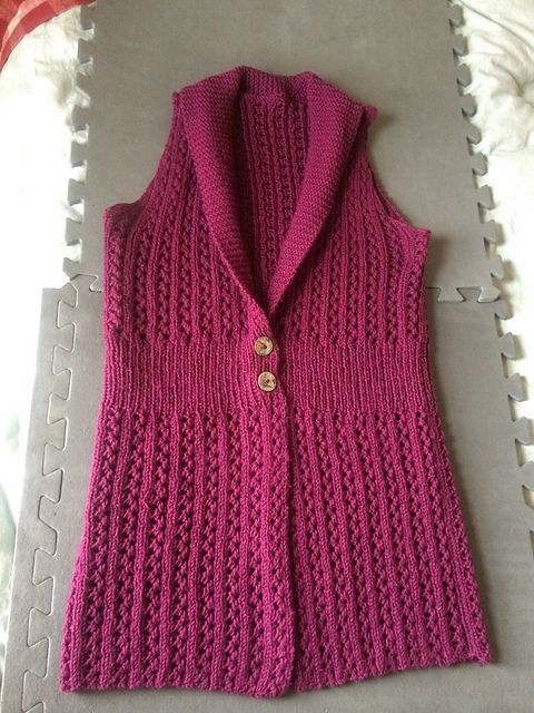 Ravelry: Project Gallery for #05 Two Button Vest pattern by Jacqueline van Dillen
