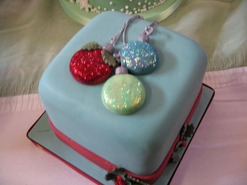 Glittered bauble christmas cake