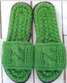 Вязание спицами и крючком: Вязаные тапочки - слиперы с рельефным узором