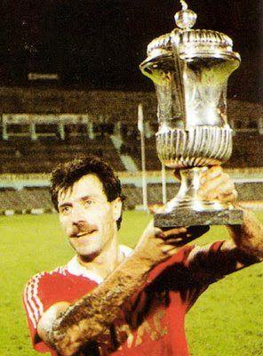 GRANDES NOMES VELOSO António Augusto da Silva Veloso nasceu a 31 de Janeiro de 1957 na localidade de São João da Madeira, tendo d...