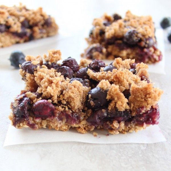 This gluten free re-creation of Starbucks Blueberry Oat Bars is a delicious treat filled with fresh blueberries and topped with a brown sugar crumble.