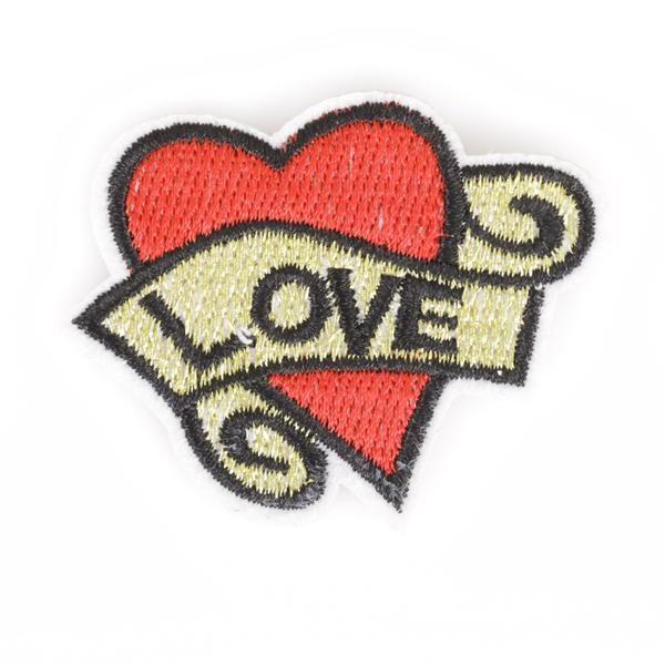 Patch van een hart dat lijkt op zo'n ouderwetse tatoeage
