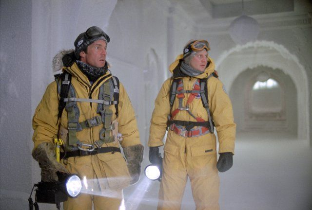 Still of Dennis Quaid and Dash Mihok in The Day After Tomorrow