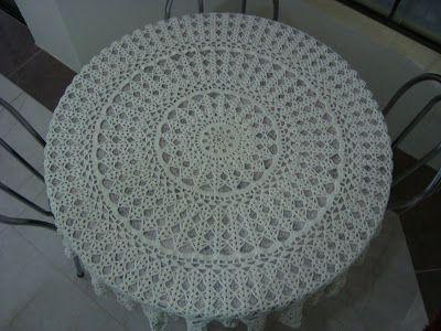 Crochê em arte: Toalha de mesa redonda