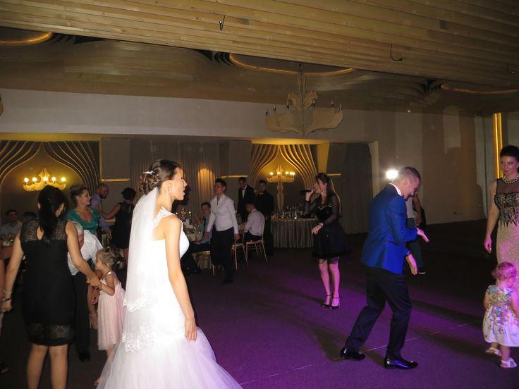 Combinatia perfecta intre muzica de nunta si cover band, traditional si modern,   formatii nunta Bucuresti, ANA FLAVIAN, calitate si repertoriu deosebit! Vizitati site-ul nostru:  www.formatia-anaflavian.ro