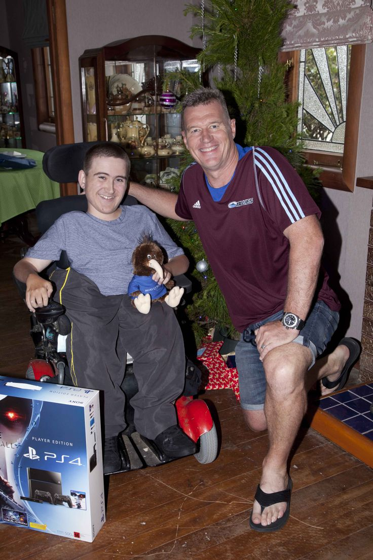 Ben, 17 Spinal Muscular Atrophy wished to be on the first people in NZ to have the new PS4. Then a very special visitor turned up for afternoon tea - All Black legend and The Blues coach Sir John Kirwan.