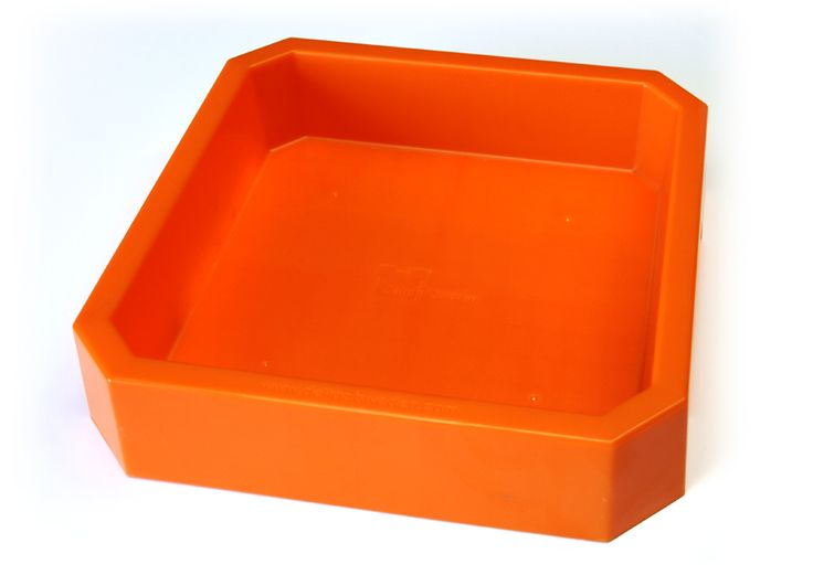 Laptop Sand Tray and thousands more of the very best toys at Fat Brain Toys. Moon Sand, Kinetic Sand, fingerpaint, clay... the mess in projects is going away! Eliminate hassle in cleanup. Keep the fun activities. The vibrant orange Laptop Tray keeps sand and art materials contained!