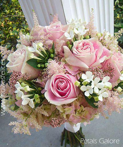 Ramo de novia con rosas en tonos rosa, bouvardias blancas, astilbe y hortensias