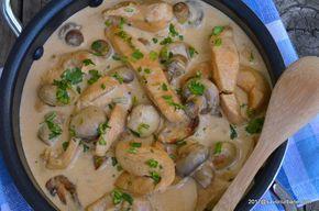 Piept de pui cu ciuperci si smantana la tigaie - reteta pas cu pas. Bucatele de carne de pui si ciuperci invaluite de un sos catifelat de smantana - escalop