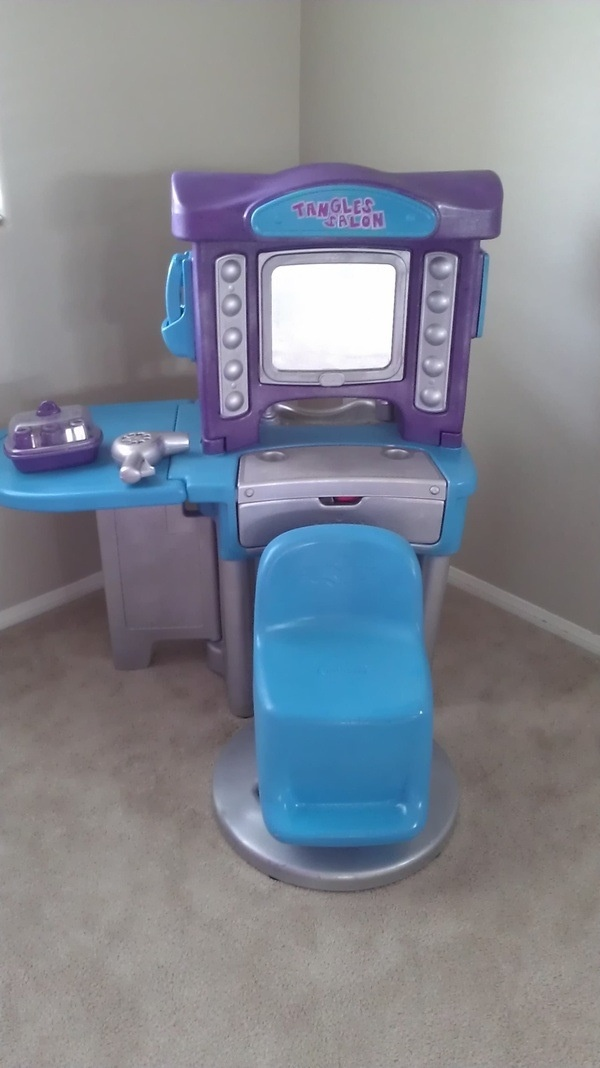 DIY little tikes 1980's beauty salon made current. Used spray paint, clear gloss topcoat, painters tape and lots of TLC:)