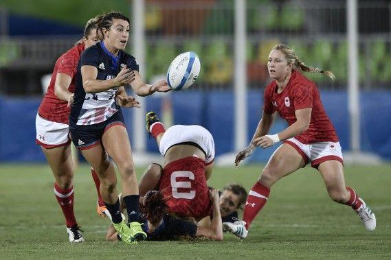 Rugby: La Britannique Alice Richardson (en bleu) effectue une passe. | Guillaume Lefrançois | Rio 2016