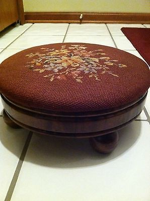 VICTORIAN NEEDLEPOINT FOOTSTOOL Foot Stool Step Bench OVAL WOOD Floral Antique