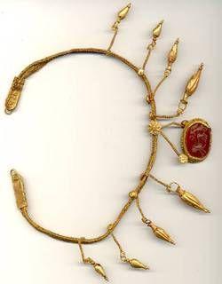Ожерелье из золота высокой пробы со вставкой из сердолика. - «VIOLITY» Аукцион Антиквариата
