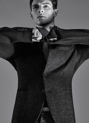 Die neue Wooyoungmi Capsule Collection für MR.PORTER, für's INTERVIEW Mag abgelichtet von Ben LAMBERTY Das koreanische Label Wooyoungmi entwarf exklusiv eine Capsule Collection für den Online-Shop MR.PORTER, dynamisch inszeniert mit Model Jack Hurrell von DEFACTO-Fotograf Ben LAMBERTY für das...