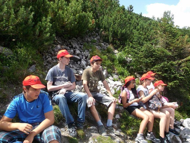 Wypoczynek podczas górskich wędrówek. #góry #rekreacja #wakacje #obozy