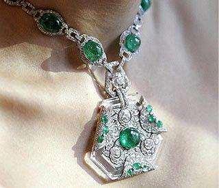 Joya de Anita Delgado,maharani española.un collar belle époque de esmeraldas y diamantes, fue un regalo del rajá a su esposa con motivo de su 19 cumpleaños, y está valorada en más de 55.000 euros.