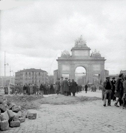 Puerta de toledo madrid guerra civil guerra civil for Shoko puerta de toledo