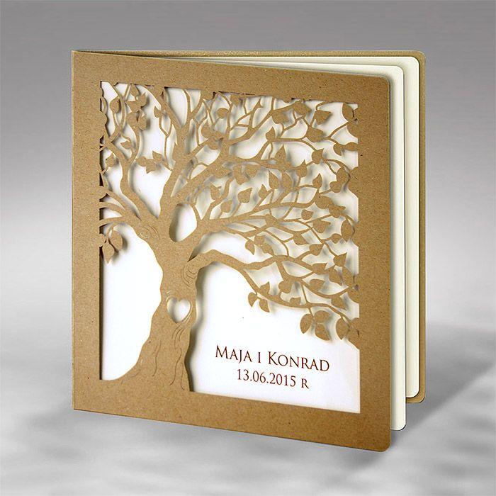 F1199 esküvői meghívó Lézervágott fa mintájával kiválóan passzol vintage sítlusú vagy szabadtéri esküvőhöz ;)