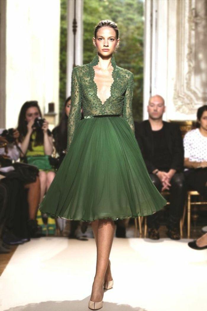 robe de soirée pour mariage, jupe plissée avec top en dentelle verte