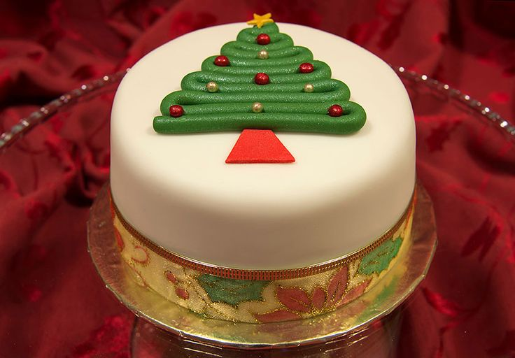 Image from http://www.curiouscupcakecompany.co.uk/resources/Christmas-Cake-Tree.jpg.