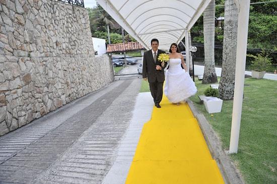 dérouler le tapis jaune