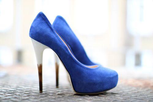 Blue heels: Colors Combos, Mondays Blue, Woman Shoes, Blue Shoes, High Heels, Blue Heels, Blue Su Shoes, Electric Blue, Blue Pumps