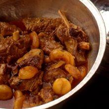 Ένα ιδιαίτερο αλλά εξαιρετικής νοστιμιάς φαγητό πολιτογραφημένο στην Ελλάδα απ' τη μικρασιατική κουζίνα, που έφεραν μαζί τους οι Έλληνες της Πόλης. Το έχω δοκιμάσει και με κοτόπουλο σε μια πιο ελαφριά εκδοχή του