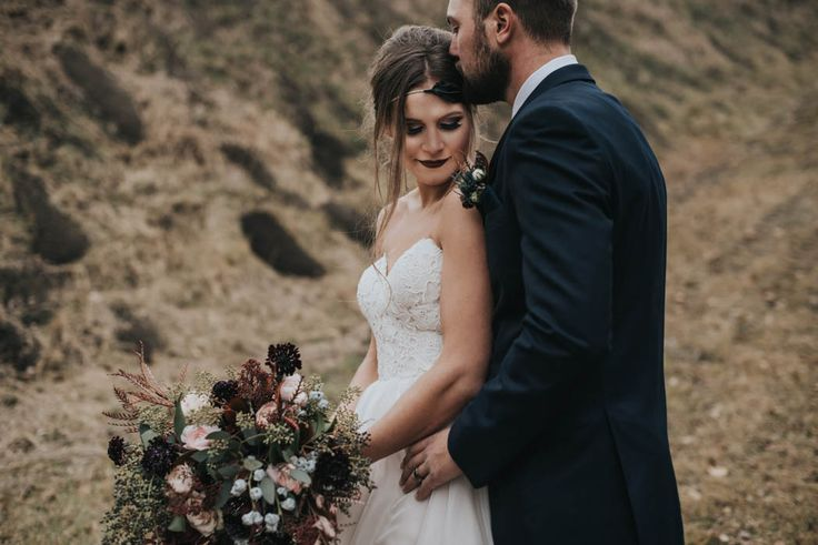 get-your-moody-color-palette-inspiration-from-this-late-fall-wedding-shoot-lindsay-nickel-photography-31