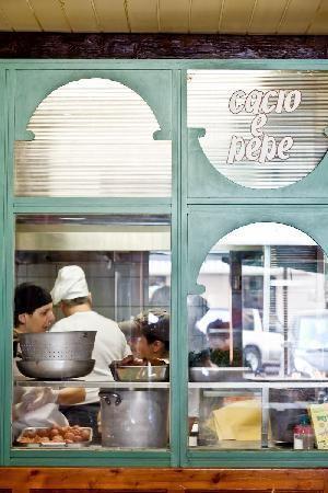 Restaurant Cacio e Pepe @Roma | pepper, formaggio, oil and pasta | what more do you need